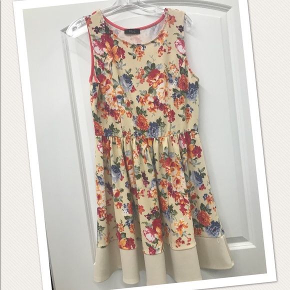 trac Dresses & Skirts - Floral printed dress NWOT